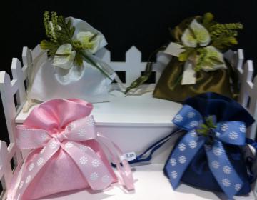 Bomboniere sacchetto raso con fiori