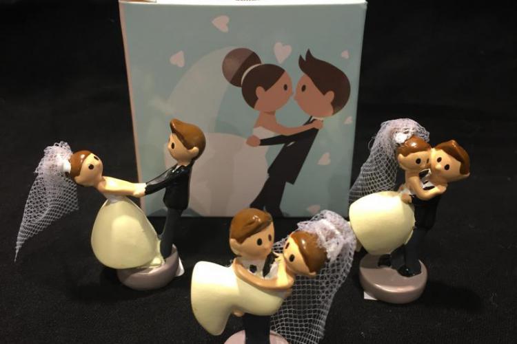 bomboniera solidale per matrimonio statua sposi