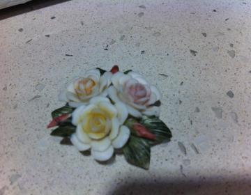 occasione bomboniere: set 69 fiori in porcellana tipo Capodimonte