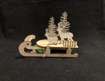 slitta legno con renne e alberi